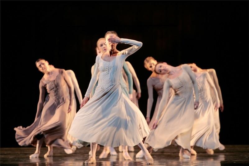 Artists of Houston Ballet in Jiri Kylián's Svadebka. Photo by Amitava Sarkar. Image provided courtesy of Houston Ballet.